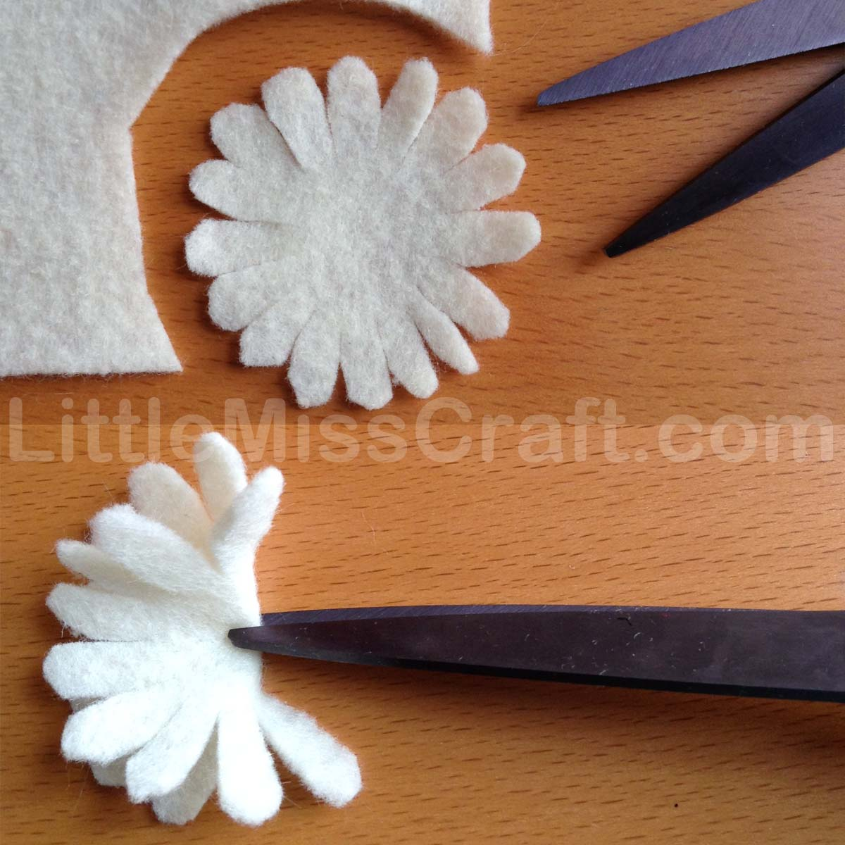 Crafts Daisy Felt Flower